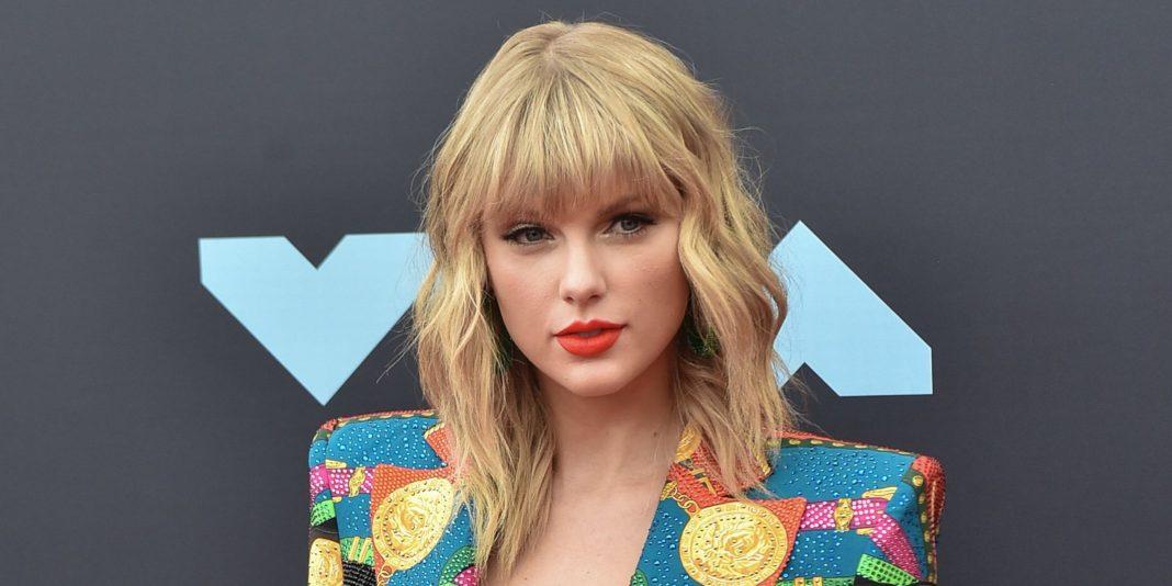 Taylor Swift Donasikan Uang Ratusan Juta untuk Bantu Siswi di Inggris Bisa Kuliah-cover
