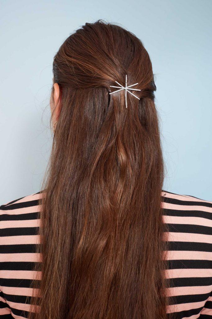 5 Gaya Rambut Cantik dengan Bobby Pin