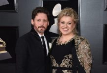 Kelly Clarkson Klaim Perusahaan Mantan Suaminya Telah Menipunya Sampai Miliaran
