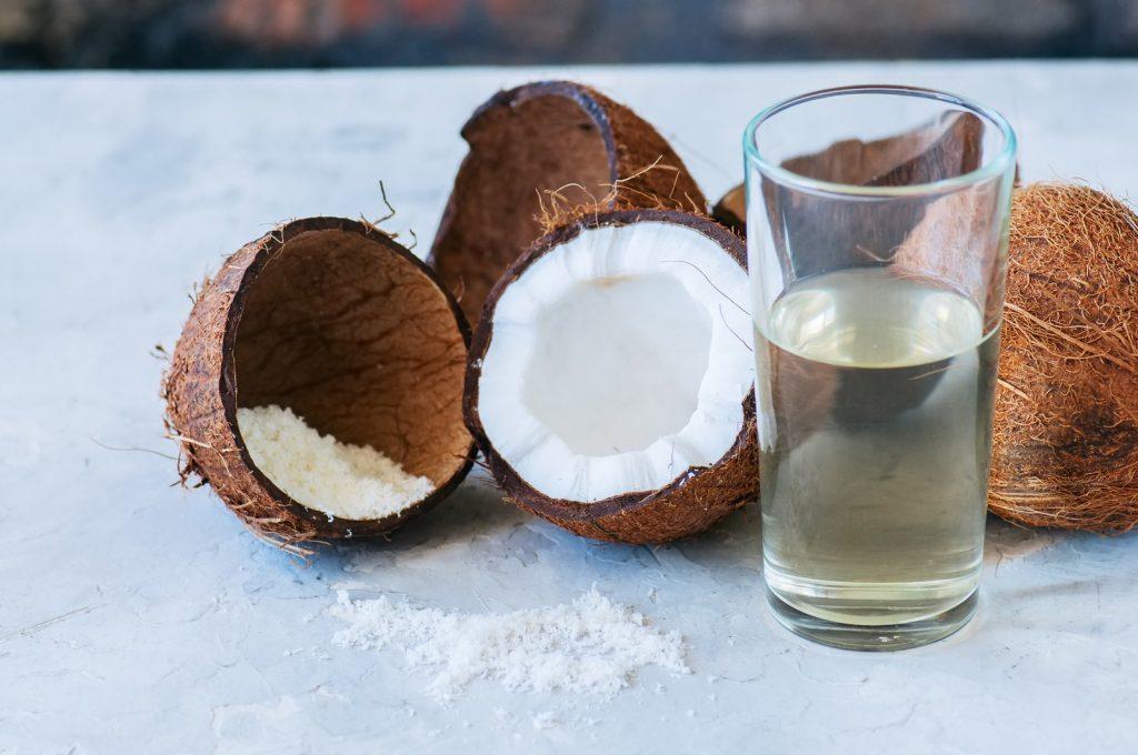 Air Kelapa, Bahan Holy Grail Untuk Perawatan Rambut Sehat dari Para Dermatologis