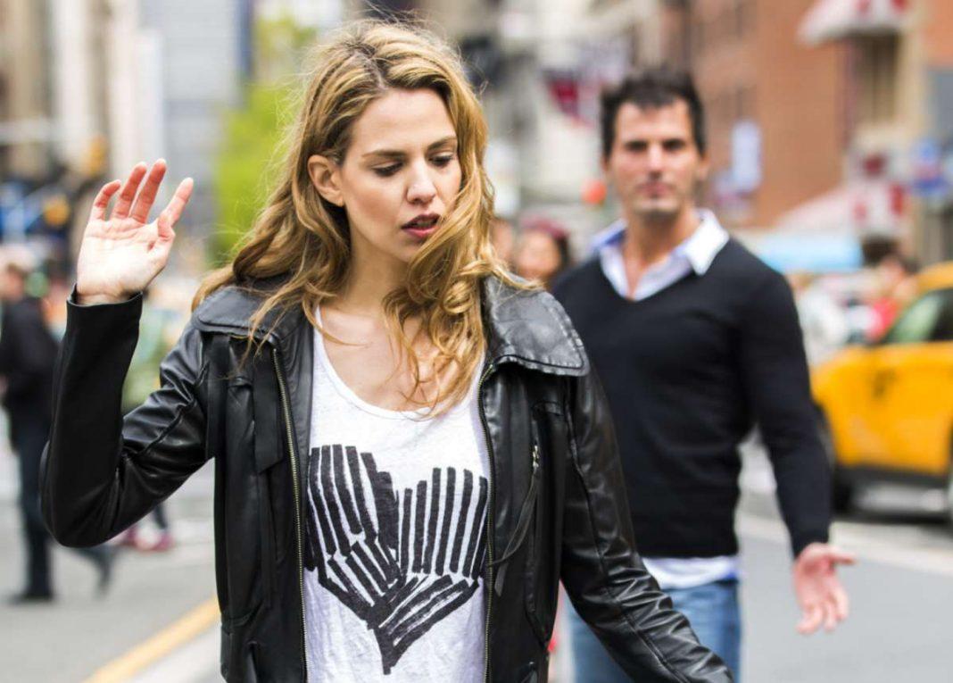 Tips Berhenti Jatuh Cinta Pada Orang yang Tidak Tepat