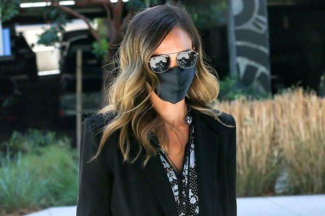 Jessica Alba Sampai Priyanka Chopra, Masker Kain Sutra Banyak Digandrungi Artis Hollywood