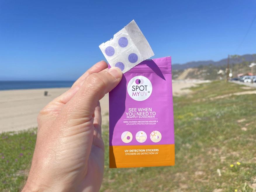 Stiker Ini Ngingetin Kamu Untuk Mengaplikasikan Kembali Sunscreen!