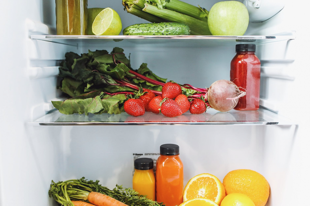 Benda Apa Saja yang Sebenarnya Bisa dan Tidak Bisa Disimpan di Kulkas?