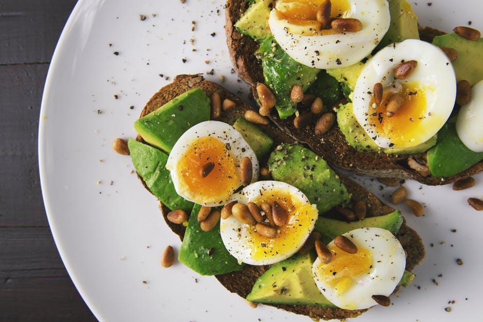 Berapa Banyak Protein yang Perlu Dikonsumsi Saat Menurunkan Berat Badan?