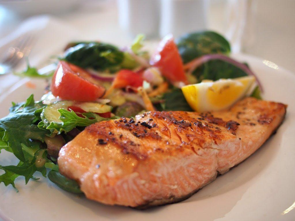 5 Cara Mudah Menambahkan Protein Pada Salad Sayur, Sehat dan Enak!