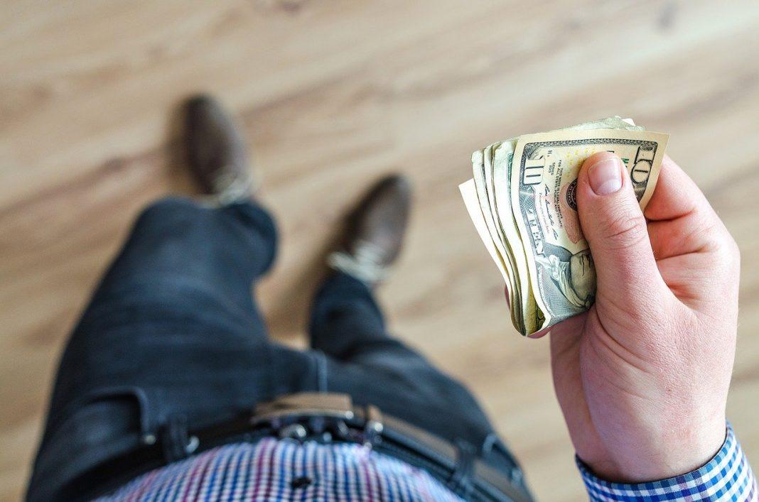 Begini Caranya Menolak Halus Saat Teman Pinjam Uang