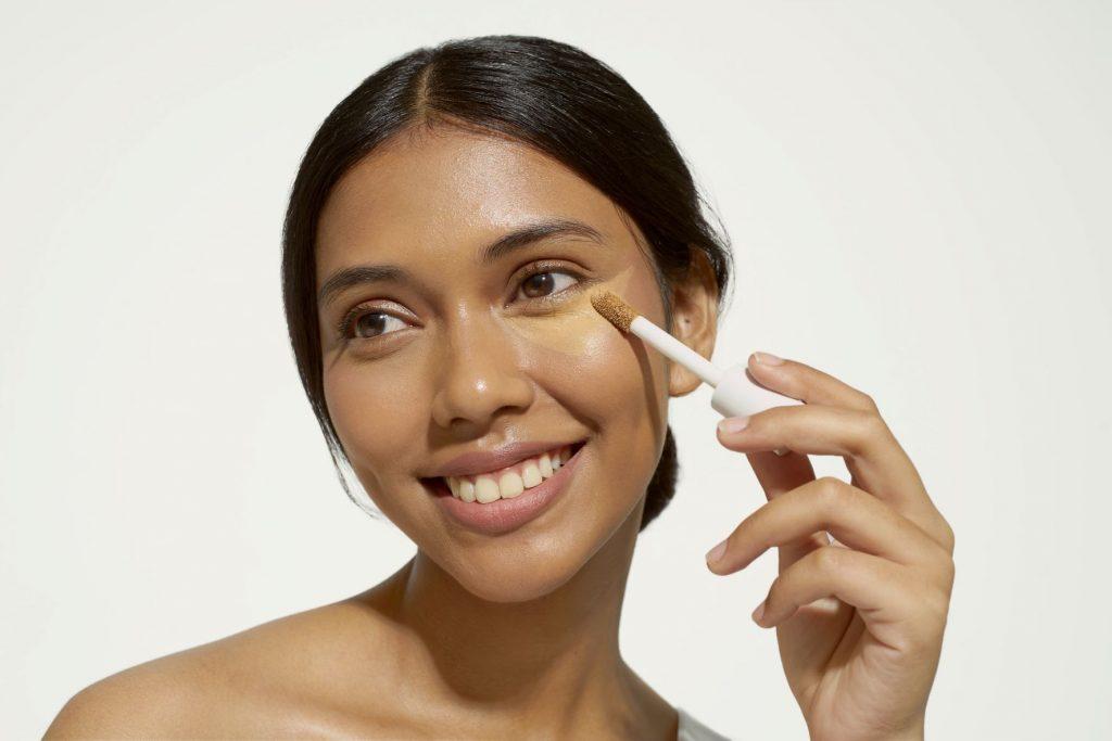 Must Have: Face Concealer By Lizzie Parra