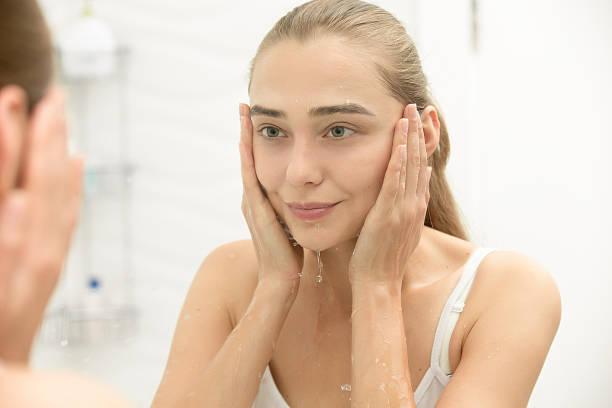 4 Alasan Mengapa Kulit Sensitifmu Butuh Sabun Wajah Bebas Detergent atau SLS